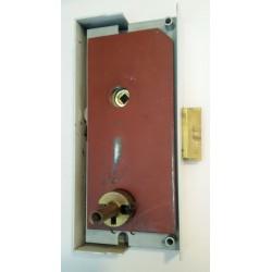 Clés pour portes claquées avec serrures à gorges