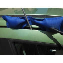 Utilisation du coussin d'écartement  et de soulèvement pour passage d'outil de serrurier.